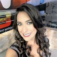 Angélica Quiñonez_ Perfil Casi literal.jpg