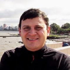 Leonel González De León_ Perfil Casi literal