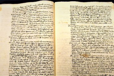 Casi-todo-escritor-conserva-el-manuscrito-de-una-primera-novela-fatal_-Casi-literal.jpg