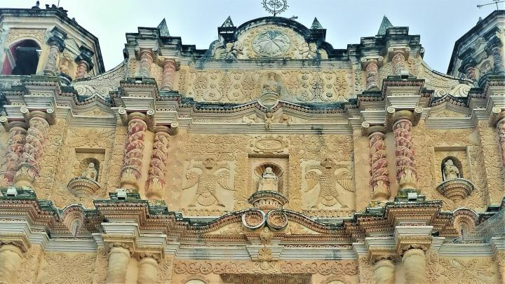 En-las-tierras-altas-de-Chiapas_-Casi-literal-scaled.jpg