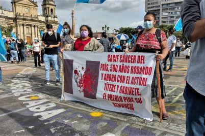 Guatemala-y-sin-embargo-la-quiero_-Casi-literal.jpg