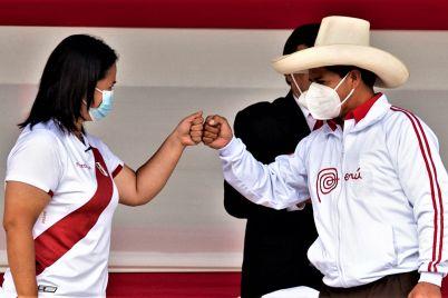 Peru-atrapado-entre-dos-extremos_-Casi-literal.jpg