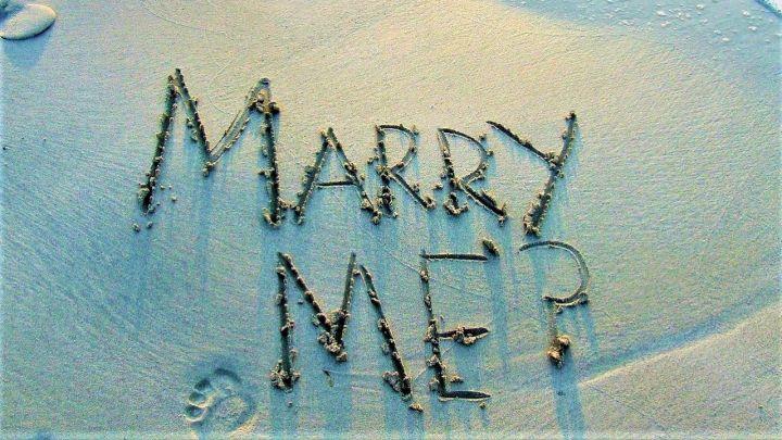 Y-para-cuándo-criticamos-el-matrimonio_-Casi-literal.jpg
