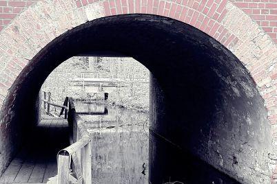 el-ferrocarril-subterrc3a1neo-y-las-entrac3b1as-de-la-humanidad_-casi-literal.jpg
